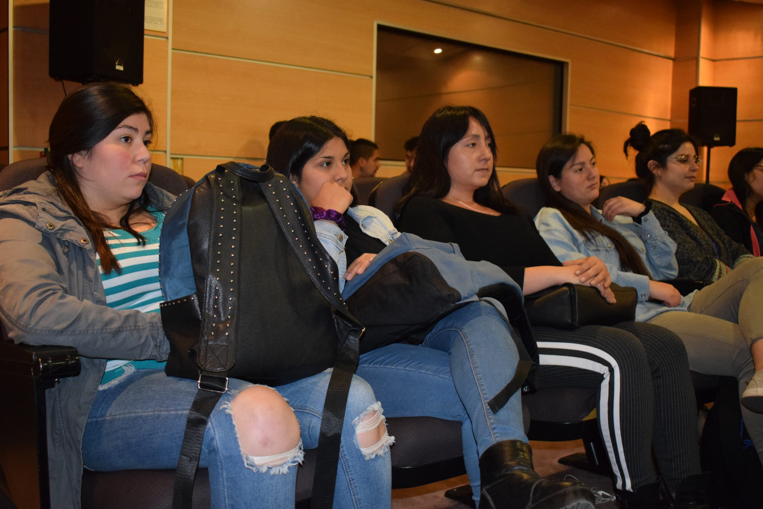 Estudiantes organizan seminario teórico: ''Retorno sistémico a Jung''